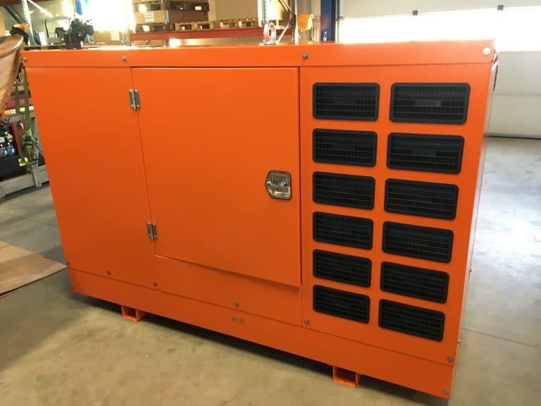 Baudouin 40 kVA dieselaggregaatti äänieristyskotelossa